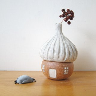 Decorations - Acorn Pottery Pot - White Roof