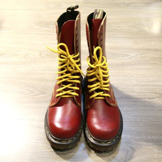 Back to Green :: 12 hole cherry blush. Dr.Martens vintage shoes