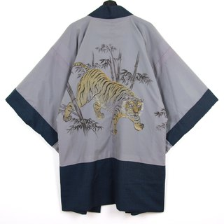 Back to Green Japan brought back a male hand-painted bamboo tiger vintage kimono