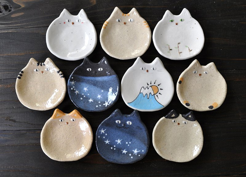 Set of 10 small plates of cats!