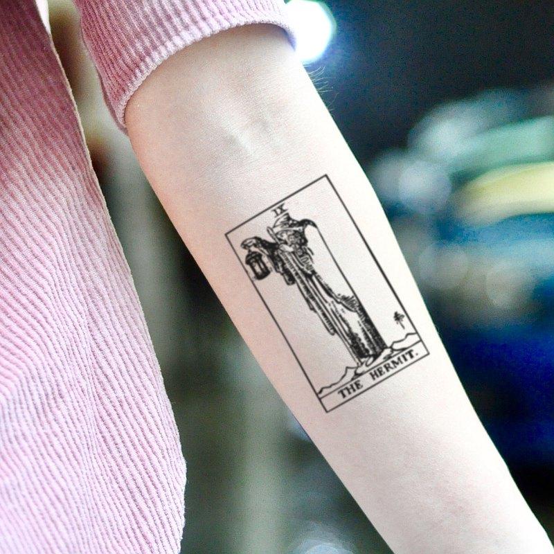 OhMyTat 隱士塔羅牌 The Hermit 刺青圖案紋身貼紙 (2 張)