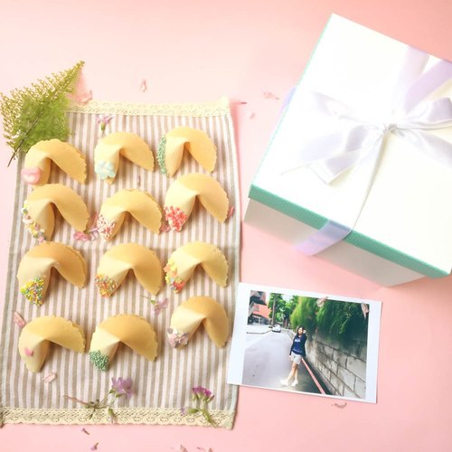 Birthday Gift Customized Fortune Cookie White Chocolate Gift Box 18 into Lucky Fortune Cake Mix