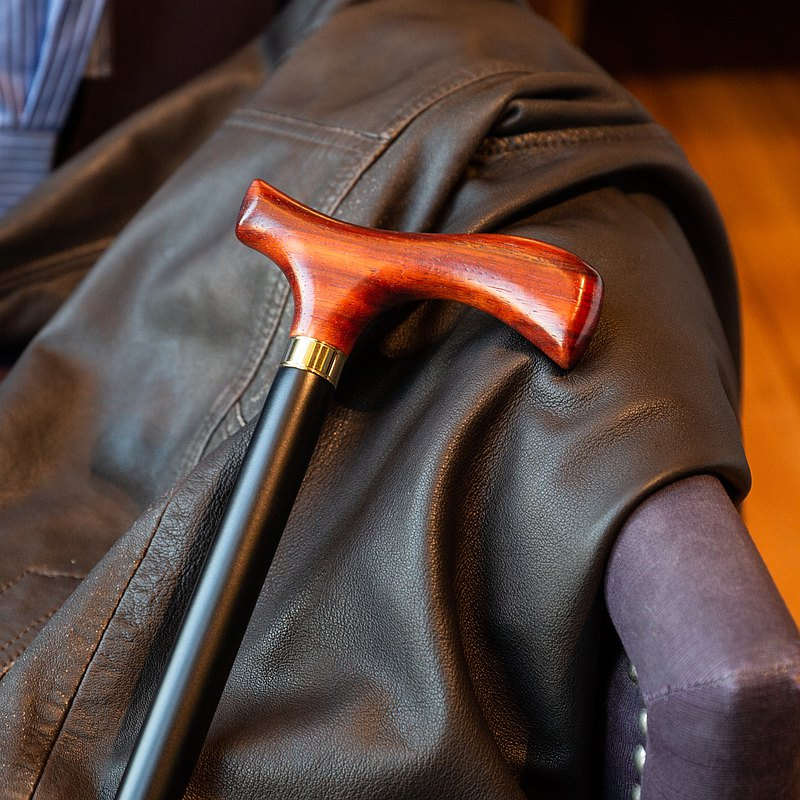 Unbeaten red and black * red rosewood + black body gentleman cane (for men and women)