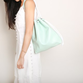 Beam bag. Green leather / light green / handle bag / oblique bag / sidepack / summer essentials / Makaron color