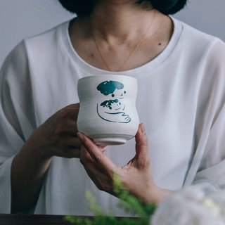 Brut Cake handmade ceramic – smiley face mug 360ml (21) , curve shape, hand drawn face pottery cup. A great gift idea !