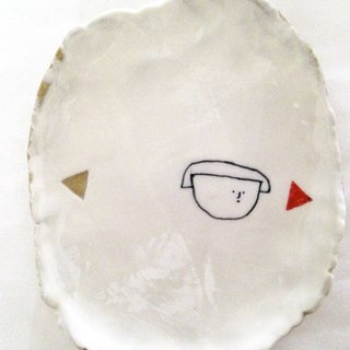 Hand-painted shallow dish - fresh feel small plate