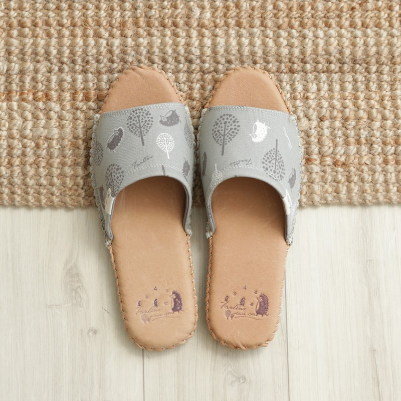 Leather cloth flower indoor slippers (jungle hide and seek cats) lunar gray