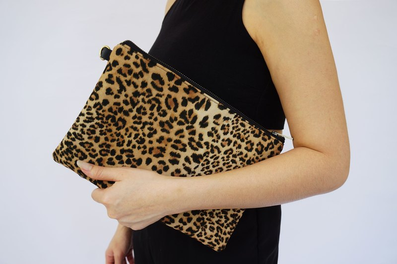 adffdec23d48 Medium Leopard Clutch Messenger , Messenger Clutch,Personalize Bridesmaids  Clutch,Leather Bag , Wild Animal Bag, Vegan Leather Bag - Designer  janicedesign   ...