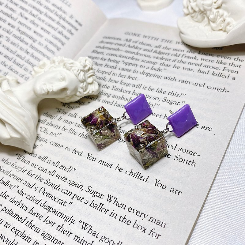 Small Rubik's Cube | Pressed Flower Handmade Earrings