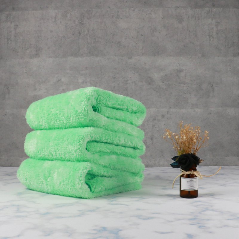 Microfiber plush bath towel - grass green