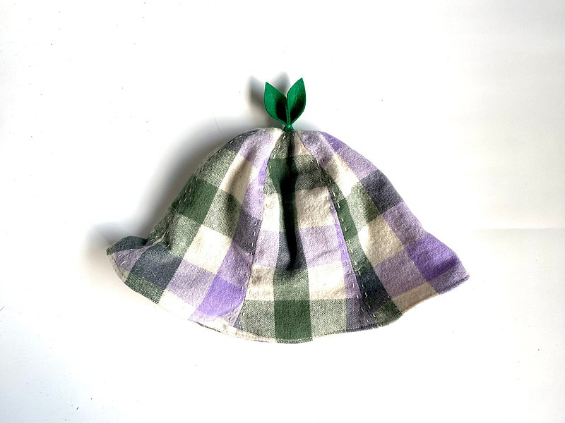 That's bigger and bigger Leaf hat Flannel check