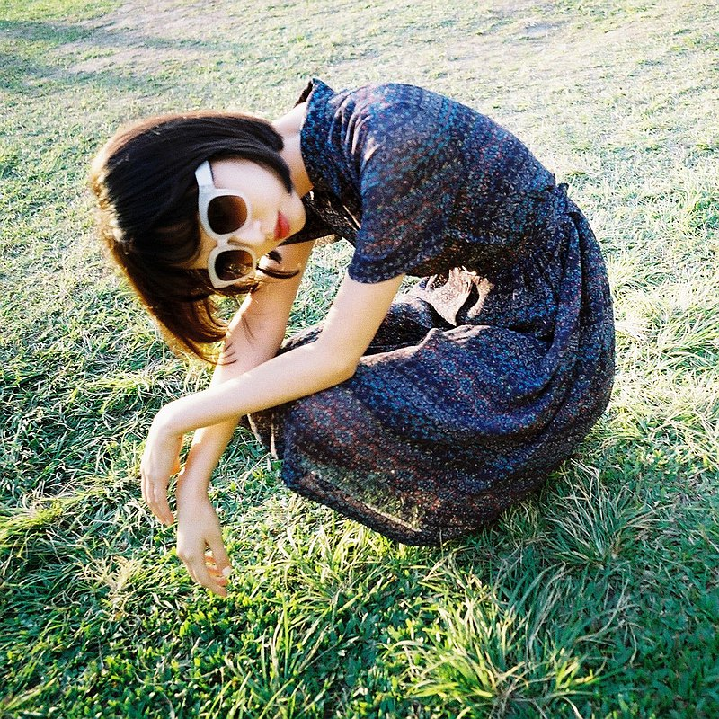 線條 白框 漸層 大方框墨鏡  Square sunglasses - white