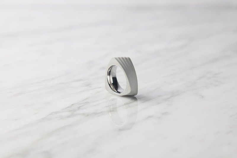 Twist Ring (White)