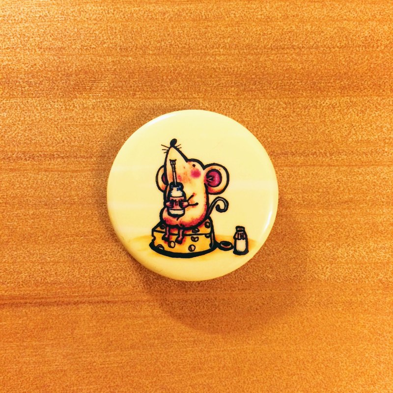 Darwa--I like to drink milk! Little mouse-badge