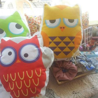 Hand owl pillow