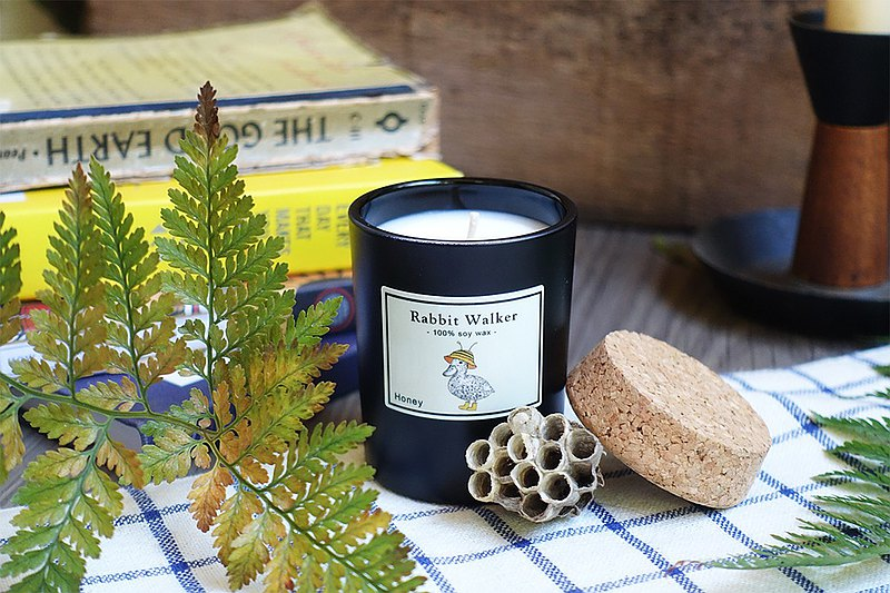 Honey duck-scented candle 65g (honey white tea)