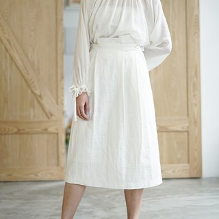 Beautiful and charming | White French shell buckle slant waist skirt Elegant waist Thin design Plain flowering white skirt Cotton linen material Perfect jacquard texture Addictive love | Fanta independent design Women brand