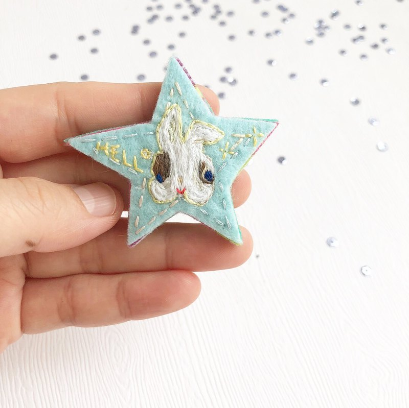 Little white rabbit star brooch
