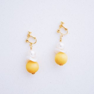 Snowman - Crystal Pearl Yellow Wood Bead Earrings