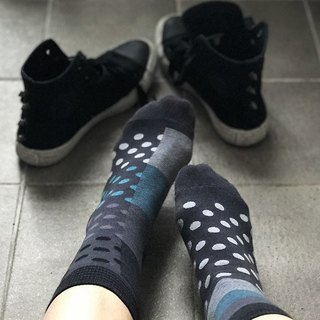 socks_aspirin dot / irregular / socks / white / black
