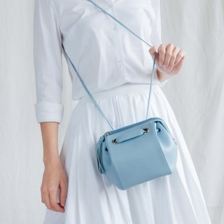 CUDDLE BAG - WOMEN CUTE MINIMAL LEATHER HANDBAG/ SHOULDER BAG - LIGHT BLUE