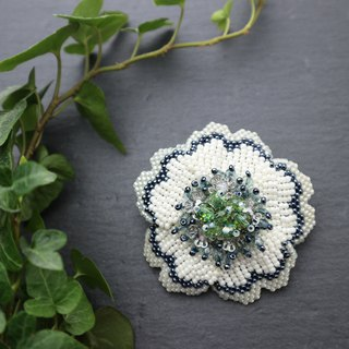 Beaded Flower Brooch (White) / beads flower brooch