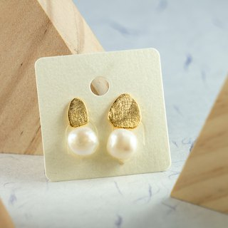 Edith & Jaz • Asymmetrical Freshwater Baroque Pearl Earrings