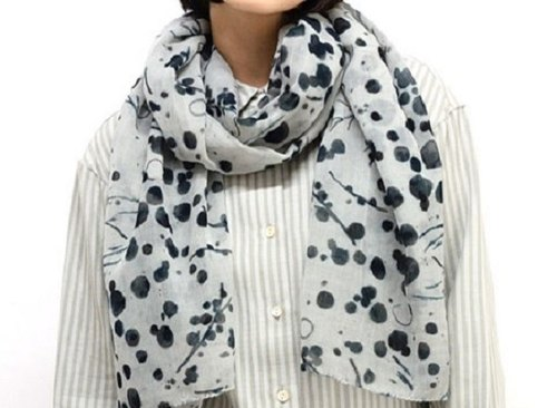 "Globe tree fair trade & Eco / ""100% wool scarf"" / light gray at the end of blue and green point foliage"