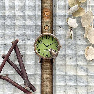 Frog peeping through the pond Wrist watches M lime
