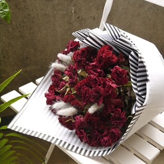 Red prison. Strong love red. Valentine's birthday dry bouquet gift