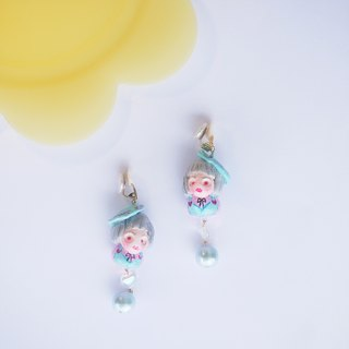 Afternoon tea girl hand clinker earrings