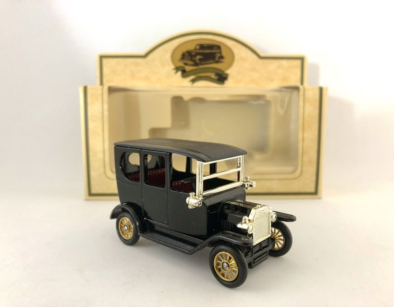 British early black classic T-Club car models (including original box) (Pinkoi limited) (J)