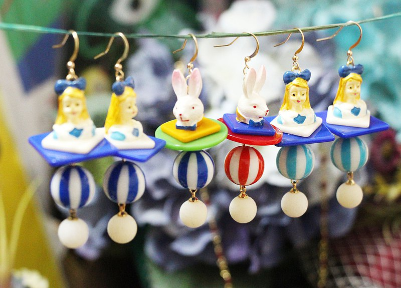[Seventh Street Shop] Original Alice in Wonderland Earrings / Ear