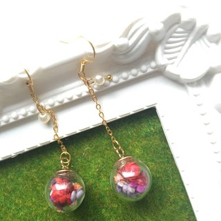 Cindy dried flowers glass ball earrings