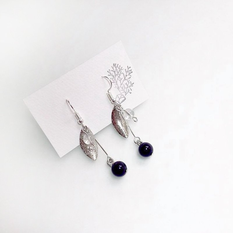 Puputraga's life of the cedar picking / calm charm of the silver leaf earrings /