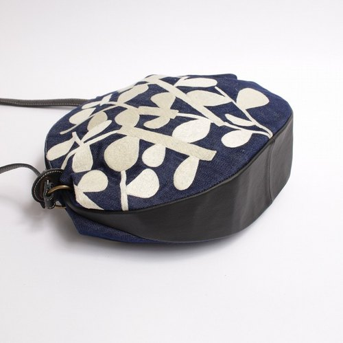 Embroidered sunbait embroidered shoulder bag