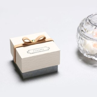 Friendly // Kinari color) Giftbox Leather ribbon small box to convey the feelings