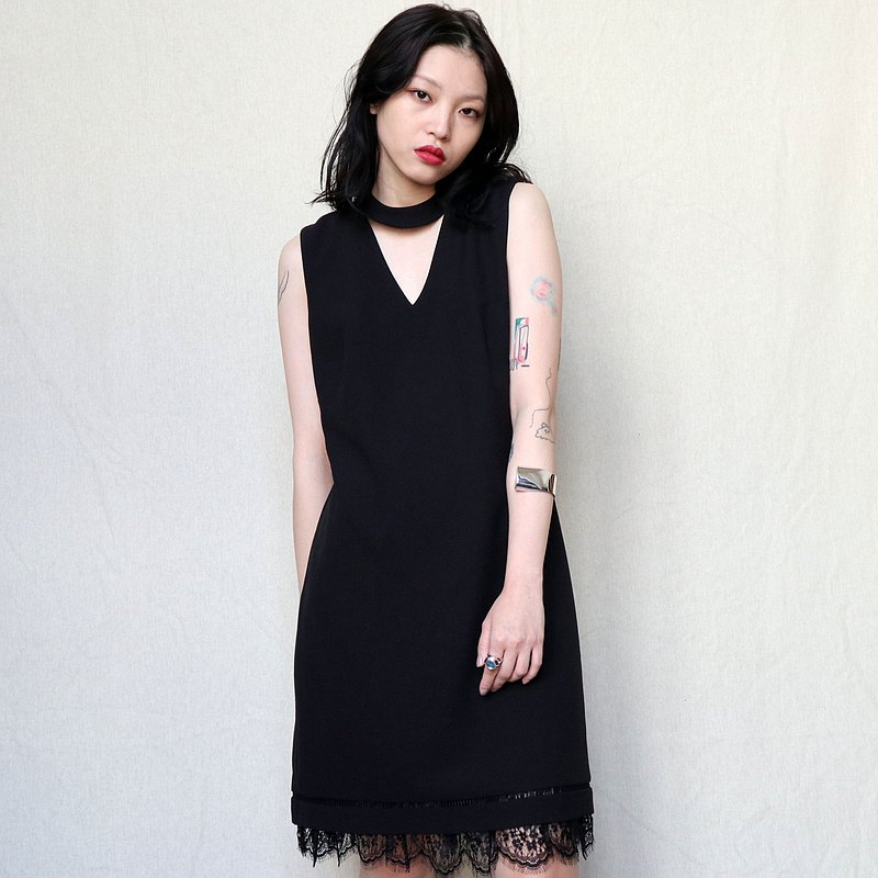 Pumpkin Vintage. KARL LAGERFELD Black Neck Lace Sleeveless Dress