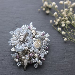 Beaded Bouquet Brooch (Ice Blue)