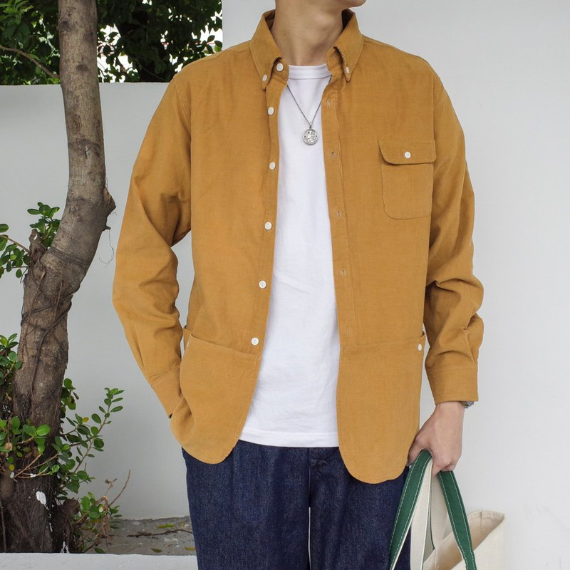 Japanese matching autumn and winter corduroy is the correct way to open the city commuter multi-pocket shirt in autumn and winter.