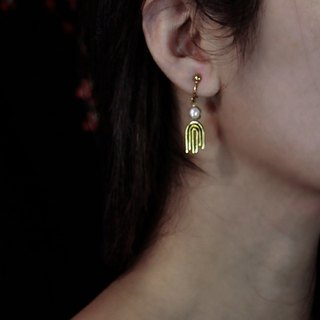 turn. Freshwater Pearls. earring. (primary color brass / table 20K gold)