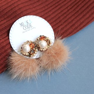 Hand-beaded Swarovski crystal cotton cotton bead brown hair ball Japanese anti-allergy ear / clip earrings