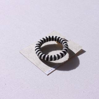 Border brooch black × white