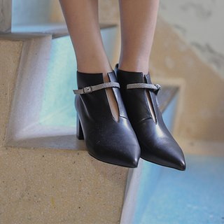 Fine buckle pointed short tube thick leather with black boots