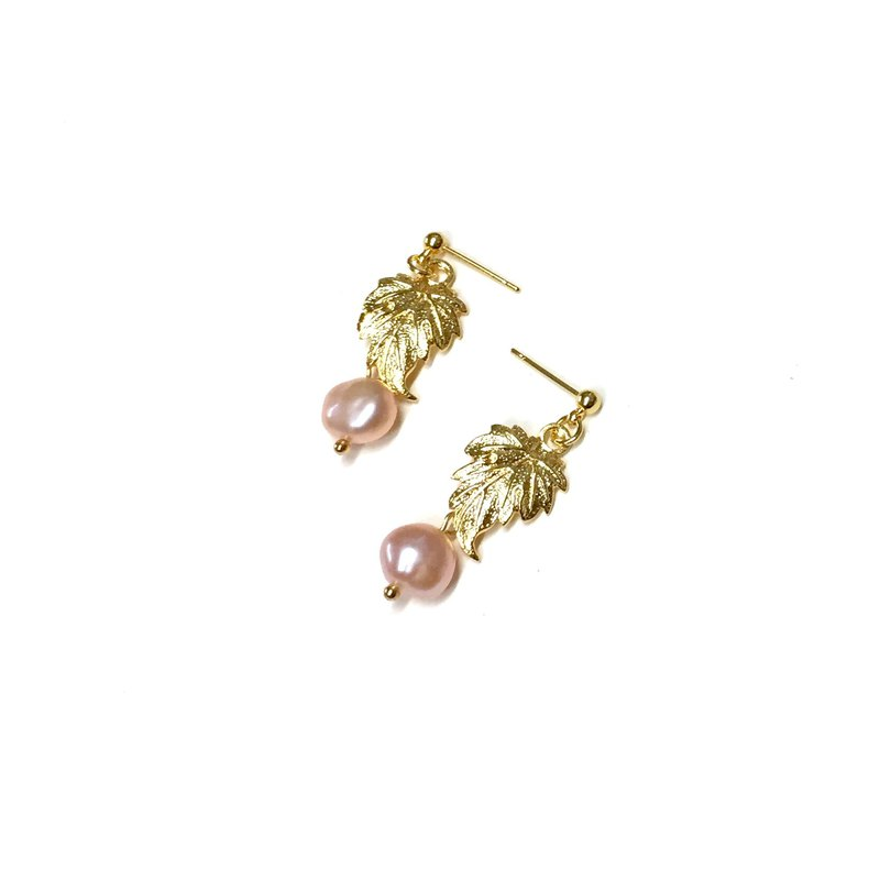 【autumn. Inflorescence] II. Fallen leaves. Natural pearl. Hand made vintage earrings. Can change the ear clip.
