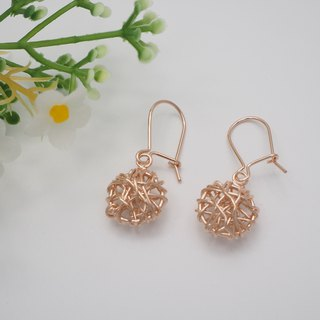 Swirl wire round shape sterling silver earring with Rose gold plated