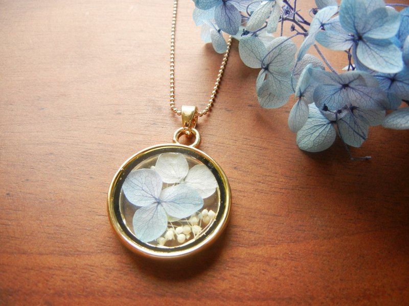 *balcoubird*blue and white hydrangea necklace