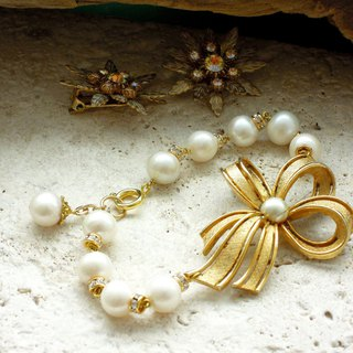 Pearl and bow · Antique bracelet