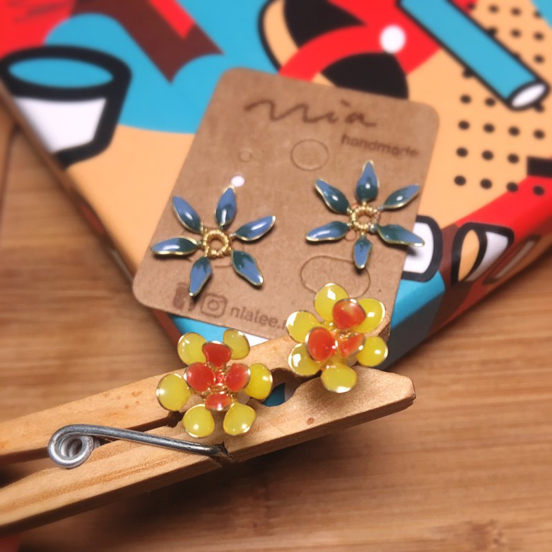 Missing flowers two wearing resin earrings / ear needles 100% original design (two editions)