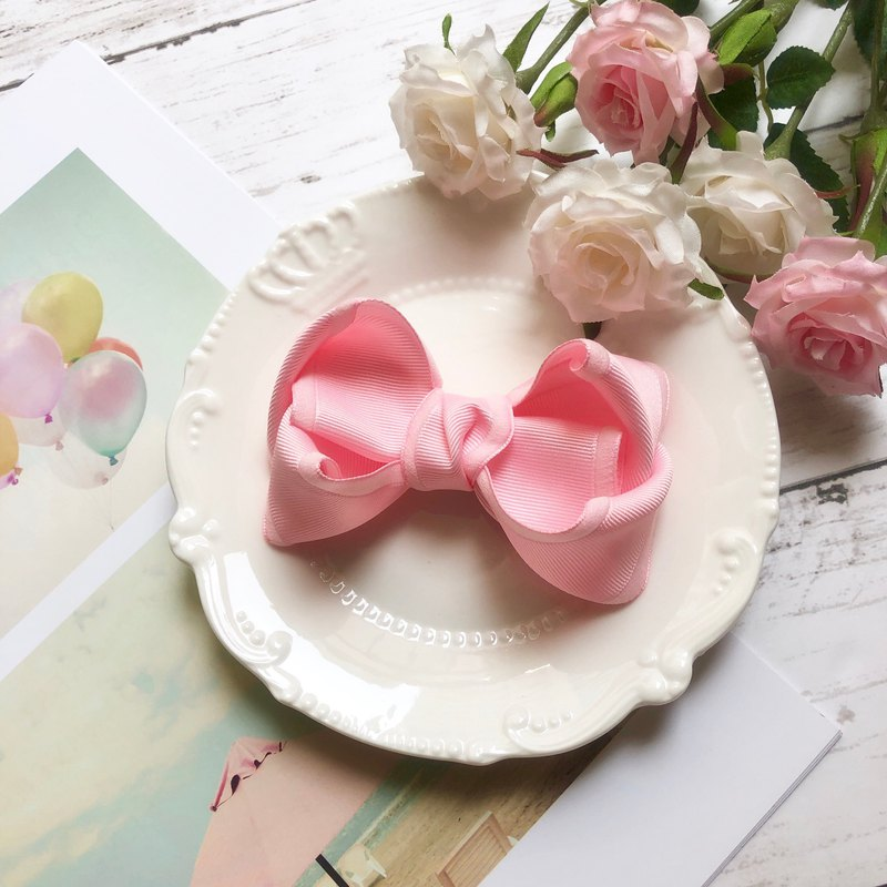 Colorful and colorful furry bow tie ribbon / pink